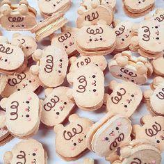 Macaroon Cookies, Meringue Cookies, Macaroons, Kawaii Dessert, Dacquoise, Cute Desserts, Cookie Gifts, Cute Cookies, Food Illustrations