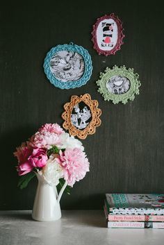 crochet_frames_wall_decoration. . . not in English, but cute idea!