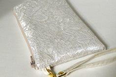Hochzeit Clutch ,Ivory Brauttasche,Elfenbein-clutch,   Weißen Spitzen,  Satin clutch, Perlen    Handmade ,Ivory Clutch, Brautjungfer Tasche  Kleine Hochzeittasche ..Satin ivory clutch. Sie ist...