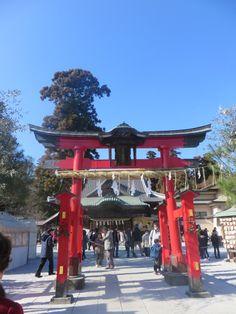 こんにちは。天候は、晴れ。東松山市にある箭弓稲荷神社です。初詣に行きました。野球の上達を願いにやってくる参拝客も多く、野球絵馬があります。今日もよろしくお願いします。 #初詣 #箭弓稲荷神社 #箭弓 #稲荷 #神社 #YakyuInariShrine #inari #shrine #野球 #絵馬 #baseball #ema #お正月 #東松山 #Higashimatsuyama #埼玉 #Saitama #hi #你好 #안녕하세요 #Привет #สวัสดี #sunny #Saturday #睦月 #January