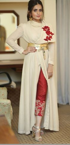 Wedding reception ideas casual ideas for 2019 Indian Fashion Dresses, Indian Designer Outfits, Indian Outfits, Designer Dresses, Fashion Clothes, Pakistani Wedding Outfits, Pakistani Dresses, Wedding Gowns, Party Wear Lehenga