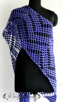 Zigzag Wrap by The Lazy Hobbyhopper: A beautiful FREE crochet pattern! Get the link to this pattern and more at Hookin' on Hump Day