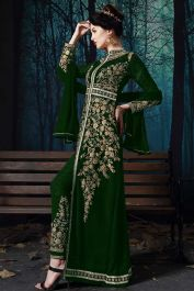 You are sure to make a impressive fashion statement with this green faux georgette pant style suit. The embroidered work looks chic and aspiration for festival, party and reception. Salwar Suits Online, Salwar Kameez Online, Designer Salwar Suits, Designer Dresses, Robe Anarkali, Anarkali Suits, Indian Party Wear, Looks Chic, Fashion Pants