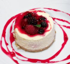 No Bake Mini Berry Cheesecakes oh and so much more! Check out this site for some AMAZING desserts! I love cheesecake Köstliche Desserts, Delicious Desserts, Dessert Recipes, Yummy Food, Famous Desserts, Dessert Healthy, Raw Food Recipes, Sweet Recipes, Healthy Recipes