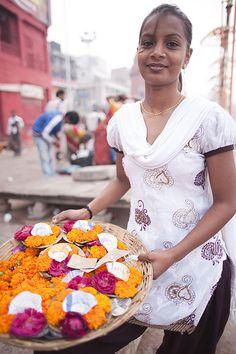 Varanasi offerings。\ / 。☆ ♥♥ »✿❤❤✿« ☆ ☆ ◦ ● ◦ ჱ ܓ ჱ ᴀ ρᴇᴀcᴇғυʟ ρᴀʀᴀᴅısᴇ ჱ ܓ ჱ ✿⊱╮ ♡ ❊ ** Buona giornata ** ❊ ~ ❤✿❤ ♫ ♥ X ღɱɧღ ❤ ~ Fr 27th March 2015