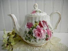 Hey, I found this really awesome Etsy listing at https://www.etsy.com/listing/180994773/vintage-english-tea-pot-sadler-shabby