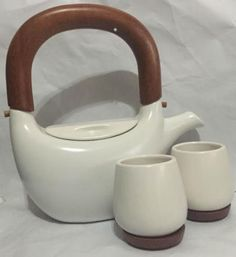 Red-Envelope-Ceramic-Cups-Teapot-with-Wooden-Handle-White