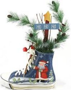 This, you use a shoe and decorate it with pine and Christmas decorations. I would love this. It could be good in a kids room or anywhere around the house.