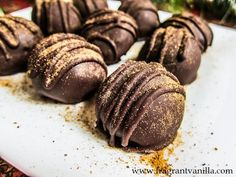 Vegan Gingerbread Cookie Dough Truffles from Fragrant Vanilla Cake Raw Chocolate, Delicious Chocolate, Chocolate Recipes, Vegan Gingerbread Cookies, Gingerbread Cake, Vegan Sweets, Vegan Desserts, Healthy Sweets, Raw Vegan Recipes