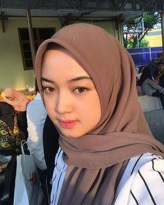 Casual Hijab Outfit, Ootd Hijab, Hijab Chic, Girl Hijab, Tudung Shawl, Girl Fashion, Fashion Outfits, Womens Fashion, Beautiful Hijab Girl