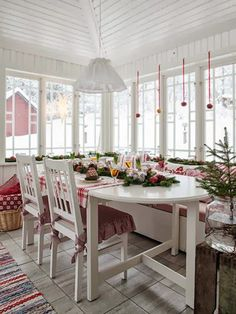 Lovely red and white Christmas decor. Love the place mats and pillows! Made In Persbo Swedish Christmas, Cozy Christmas, Scandinavian Christmas, Scandinavian Design, Christmas Kitchen, Country Christmas, White Christmas, Christmas Decor, Swedish Cottage