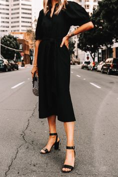 A Perfect Summer Shirtdress for Post-Quarantine Nights Summer Work Outfits, Summer Outfits Women, Outfit Summer, Black Work Dresses, Dress Black, Black Sandals Outfit, Fashion Jackson, Work Chic, Dress And Heels
