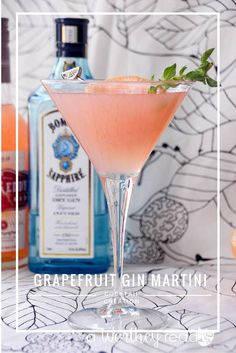 Gin Martini gets an upgrade when blended with citrus to create our flavor popping Grapefruit Gin Martini! You'll love this light and delicious cocktail! Blend Gin and Grapefruit into a fruity martini cocktail idea- Grapefruit Gin Martini Cocktails Vodka, Refreshing Cocktails, Cocktail Drinks, Lemonade Cocktail, Apple Martinis, Bacardi Drinks, Cocktail Club, Cocktail Ideas, Grapefruit Juice And Vodka