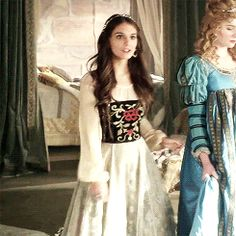 Bash And Kenna, Kenna Reign, Lady Kenna, Reign Hairstyles, Caitlin Stasey, Reign Tv Show, Reign Dresses, Reign Fashion, Medieval Clothing