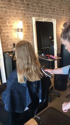 find singles trend/haircut-for-long-hair-shocking-before-after-on-long-hair-transformation-c/ people studioblitz einstelllicht Behive Hairstyles, Pretty Hairstyles, Bob Hairstyles, Haircuts For Long Hair, Long Hair Cuts, Haircut Long, Hair Cutting Videos, Hair Videos, Hair Movie