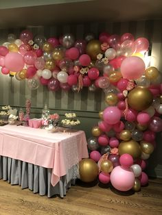 Balloon Decorations Party, Birthday Party Decorations, Birthday Parties, Table Decorations, Flower Arrangement Designs, Flower Arrangements, Baby Shower Backdrop, Pink Balloons, Cake Table