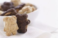 Yummy Stuffed Bears are the perfect after school snack! Just spread peanut butter onto flat sides of the chocolate cookies. Top each with second chocolate cookie to make a sandwich! Chocolate Meringue Cookies, Honey Cookies, Mini Cookies, Chocolate Peanut Butter, Cookie Recipes, Snack Recipes, Philadelphia Recipes, Creative Kids Snacks, How To Make Sandwich