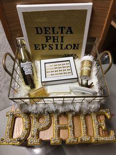 Gold basket for sorority big little! Delta Phi Epsilon sorority presents for little! Gold basket for sorority big little! Delta Phi Epsilon sorority presents for little! Big Little Week, Big Little Reveal, Big Little Gifts, Little Presents, Big Gift, Sorority Canvas, Sorority Paddles, Sorority Crafts, Sorority Recruitment