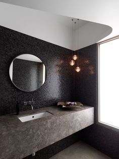 To da loos: Feature wall ideas for round mirrors