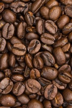 Turquoise coffee…love this. You can spray paint coffee any color you like and use it for filler in candle holders and dishes. Turquoise coffee…love this. You can spray paint coffee… Café Chocolate, Arts And Crafts, Diy Crafts, Crafty Craft, My New Room, Coffee Beans, My Favorite Color, Favorite Things, Just In Case