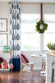 Blue And White Drape With Wreath To Decorate Your Kitchen