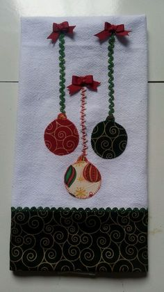 Preço referente a unidade. Christmas Applique, Christmas Sewing, Christmas Projects, Christmas Crafts, Christmas Decorations, Christmas Ornaments, Angel Ornaments, Christmas Wall Hangings, Christmas Towels