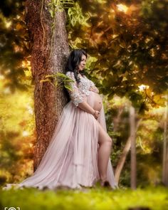 Maternity Photoshoot is trending these days. Maternity Photoshoot acts as a souvenir. It lets you preserve all the incredible moments of your pregnancy forever. Maternity Photo Outfits, Fall Maternity Photos, Maternity Dresses For Photoshoot, Maternity Poses, Maternity Pictures, Photoshoot Ideas, Studio Maternity Photos, Couple Pregnancy Photoshoot, Maternity Photography Outdoors