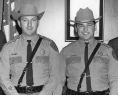 First Hispanic Texas Highway Patrolmen in I'm amazed it took the DPS that long to hire the Hispanic troopers. Houston PD had Hispanic officers many decades before, a number of whom were killed in the line of duty, the being Det. Corrales in 1925 Police Life, Police Cars, Police Uniforms, Police Officer, Radios, John Connally, Texas State Trooper, Country Trucks, Us Marshals