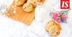 Tarun suklaahippukeksien ohje on herkullinen ja superhelppo Cookie Recipes, Sweets, Cheese, Cookies, Baking, Desserts, Food, Recipes For Biscuits, Crack Crackers