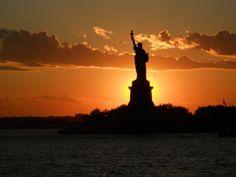 Na aankomst in New York 's avonds met de Staten Island ferry onze jetlag zitten verwerken met een echt schitterende zonsondergang boven het Amerikaanse Continent. Dan zie in Amerika zomaar die Golden Opertunities aan je voorbij trekken. Meer weten over deze bestemming? http://to.kras.nl/pinterest_verenigde-staten