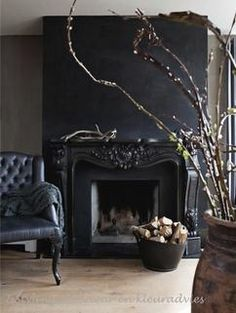 Black fireplace, nice contrast with white ceiling, very stylish. - Black fireplace, nice contrast with white ceiling, very stylish. Black Fireplace Mantels, Vintage Fireplace, Home Fireplace, Fireplace Design, Fireplaces, Ivy House, Dark Interiors, White Ceiling, Black Walls