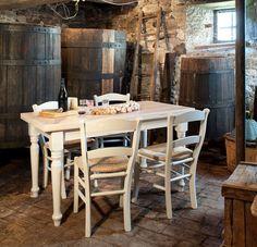 Il vino, il formaggio un salame  nella cantina dei desideri. tutto perfetto