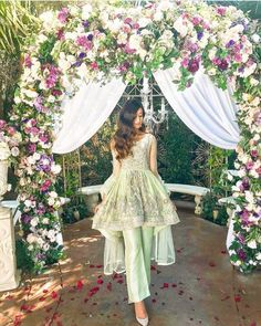Pakistani Wedding Silhouettes You Can Wear On Your Mehendi! Pakistani Fashion Party Wear, Pakistani Dresses Casual, Indian Gowns Dresses, Pakistani Wedding Outfits, Pakistani Dress Design, Bridal Outfits, Pakistani Couture, Peplum Top Outfits, Peplum Tops