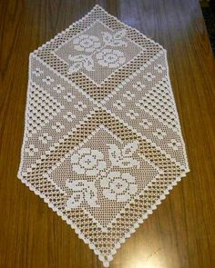 This Pin was discovered by Neb Crochet Art, Crochet Home, Thread Crochet, Irish Crochet, Crochet Motif, Crochet Bedspread, Crochet Curtains, Crochet Table Runner, Crochet Tablecloth