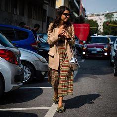 Milan Fashion Week @georgia_tal in #mfw . : @walkingcanucks  #mfw #milanfashionweek #fashionweek #milan  #streetstyle #streetfashion #streetsnap #fashion #womensfashion #dailylook #picoftheday #ootd #walkingcanucks #toronto #토론토 #김작가 #김작가의패션위크 #데일리룩 #스트릿패션 #밀라노 #패션위크 #밀라노패션위크 #패션피플