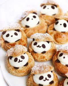 Panda cream puffs are here to help you get through the rest of the week 🐼 Panda choux puff 🐼🐼 by They are so cute ! Garden party desserts puff pastries 50 Ideas for 2019 Omfg they're too adorable to eat! How To Fat Loss Diet. Cute Snacks, Cute Desserts, Delicious Desserts, Yummy Food, Party Desserts, Cream Puff Recipe, Decoration Patisserie, Cute Baking, Kawaii Dessert