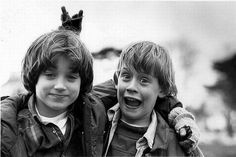 Funny pictures about Elijah Wood and Macaulay Culkin. Oh, and cool pics about Elijah Wood and Macaulay Culkin. Also, Elijah Wood and Macaulay Culkin photos. Elijah Wood, Rare Pictures, Rare Photos, Celebrity Pictures, Old Photos, Funny Photos, Celebrity Couples, Celebrity Gossip, The Good Son