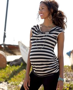 what to wear for a maternity/belly photo session.  Don't forget accessories!  A long necklace like this can help draw the eyes down to the belly!