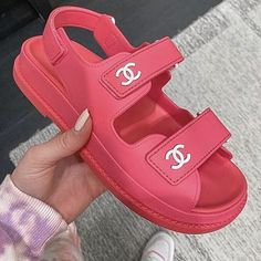 Cute Sandals, Cute Shoes, Me Too Shoes, Fake Designer Bags, Chanel Sandals, Chanel Slippers, Dior Handbags, Louis Vuitton Shoes, Mode Streetwear
