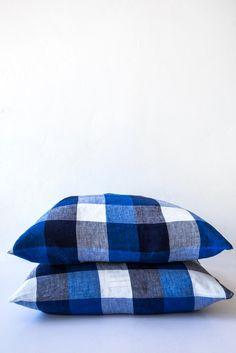 linge particulier blue tile pillow