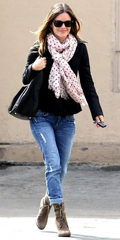 Perfect way to tie the scarf ,love her styling too