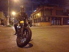 Night Rollin'! 😊😈PH:@cindyvg29 😘😘 @caferacerporn on instagram. #blondie #honda #250 #lamona #santanachoppers #bikerlife #caferacer #1983 #blondie #fun #vintage #nightride #handmade #colombia #bike #leather #photography #lettering #hondamotorcycles #bogota #bogota #sunset #caferacer #cityscape #photography #nikon #d5300 #lights #stay #yellow #iphone