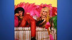 På fredag öppnar en fotoutställning med unika bilder på Hanoi Rocks och David Bowie i Logomo. Fotograferna Justin Thomas och Gavin Evans visar en personlig och intim bild av rocklegenderna.