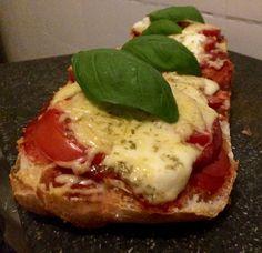 Ciabatta pizzabrood – Sport Foodblog Ciabatta, Mozzarella, Vegetable Pizza, Tapas, Snacks, Sport, Vegetables, Breakfast, Finger Food