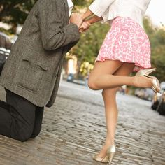 5 things every newly-engaged girl will get asked! Click to find out