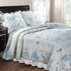 Cotton quilt set with coral motif and scalloped trim.  Product:  Twin: 1 Quilt and 1 standard sham  Full/Queen:...