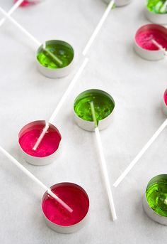 Use tea candles tins to make homemade lollipops.