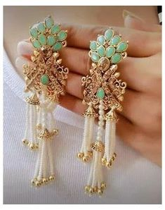 Indian Jewelry Earrings, Indian Jewelry Sets, Jewelry Design Earrings, Indian Wedding Jewelry, Ear Jewelry, India Jewelry, Bridal Jewelry, Jewelery, Antique Jewellery Designs