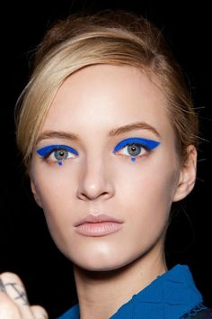 The catwalk reveals the makeup trends of next fall - Makeup Inspiration - Makeup Trends, Makeup Inspo, Makeup Tips, Makeup Ideas, Hair Trends, Eye Makeup Art, Fall Makeup, Weird Makeup, Make Up Inspiration