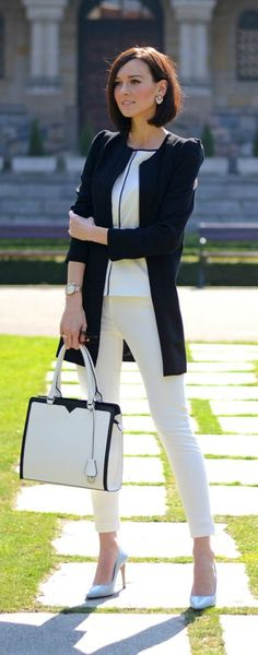 Fabulous business lady white outfit, Black White spring look. Amazing bag.